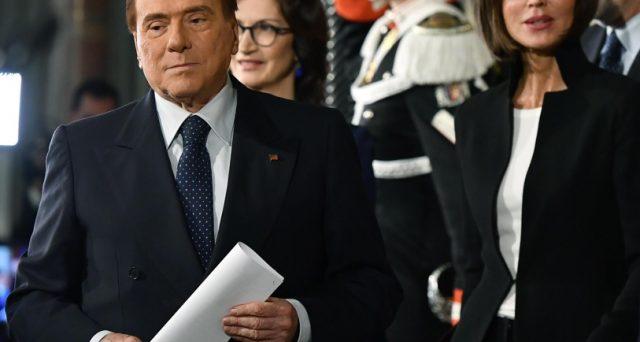 L'ex premier Silvio Berlusconi punta a sabotare l'alleato Matteo Salvini, ma la politica non c'entra nulla. L'unico vero interesse è oggi tutelarsi le aziende di famiglia, ecco come.