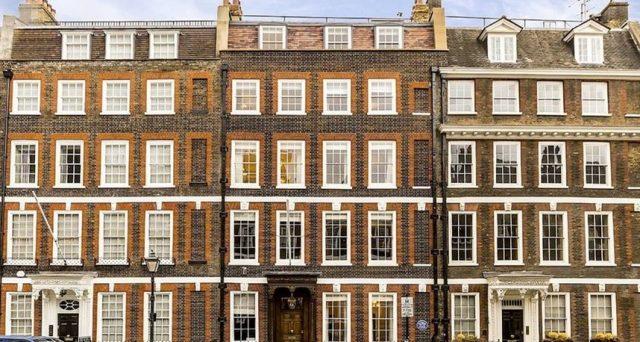 Sterlina in spolvero sui mercati dei cambi, a +13% in un anno. Il pessimismo più cupo sulla Brexit sembra svanito, mentre i prezzi delle case a Londra ripiegano.