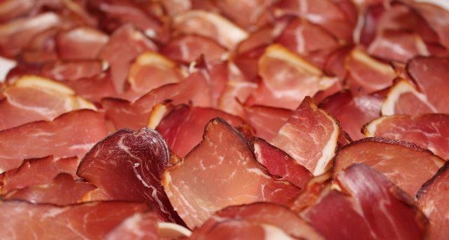 I prodotti che venivano scambiati per prosciutti di Parma e San Daniele in realtà non lo erano, la scottante inchiesta de Il Fatto Alimentare.