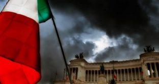 Debito pubblico italiano oltre quota 2.300 miliardi di euro a marzo. E la BCE sta per concludere gli acquisti di titoli di stato. I bond in mano agli stranieri sono meno di un terzo.