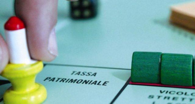 Silvio Berlusconi evoca il rischio di una tassa patrimoniale con un governo giallo-verde. Ipotesi verosimile o solo battuta a fini politici?