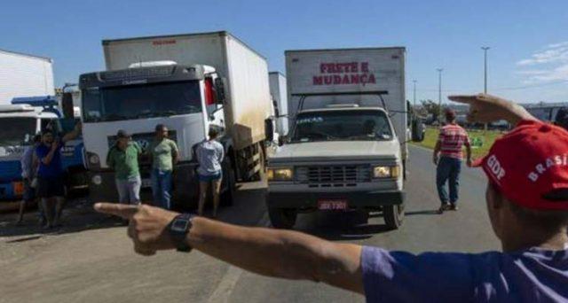 Real brasiliano in caduta verso un cambio di 4 contro il dollaro. La banca centrale fallisce la difesa, mentre l'economia è in preda al caos scioperi dei camionisti.