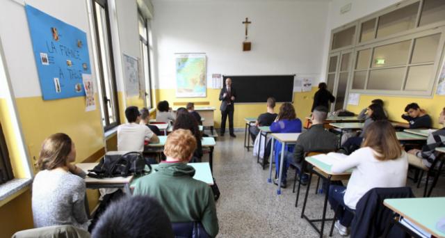 Niente più chiamata diretta per i docenti, come era stato previsto dalla Buona Scuola del governo Renzi. Ma siamo sicuri che sia un reale progresso per gli studenti italiani?