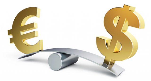 Cambio euro-dollaro ai minimi da 11 mesi