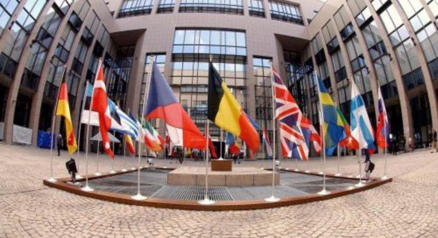 Al Consiglio europeo di oggi e domani si gioca il futuro dell'euro e della UE. E la leadership della cancelliera Angela Merkel vacilla, in serio rischio nel caso di un mancato accordo sui migranti.