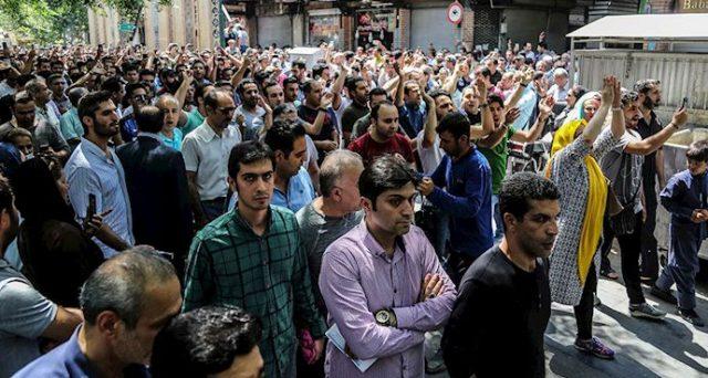 Prime proteste in Iran contro il crollo del rial