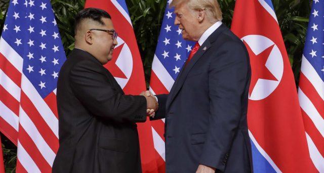 Kim e Donald, stretta di mano storica