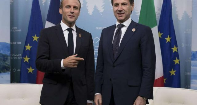 Gli attacchi di Macron all'Italia