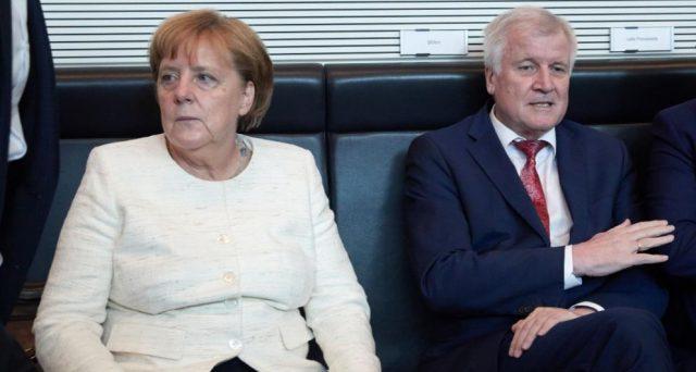 La cancelliera Angela Merkel rischia di cadere sul tema migranti. Il centro-destra tedesco sembra prossimo alla scissione e il governo di Berlino traballa sull'asse con Italia e Austria.