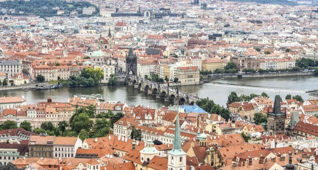 Il rischio che scoppi una bolla immobiliare spinge la banca centrale di Praga ad agire per evitare che l'imminente rialzo dei tassi minacci la rampante economia ceca.