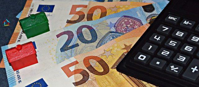Dopo un dicembre calmo tornano a salire i costi di benzina e diesel ma anche i mutui hanno subito rincari a causa dei tassi di interesse.