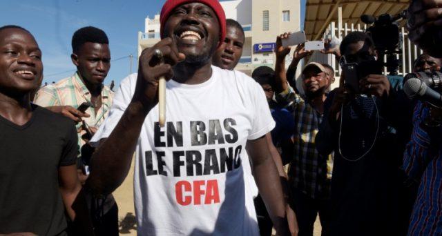I rapper di diversi stati africani cantano contro il colonialismo francese e mettono nel mirino il franco CFA, a loro dire retaggio di un'era della