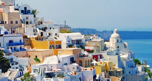La Grecia estende il programma in favore dei cittadini stranieri benestanti, grazie al forte riscontro di questi mesi. Per Atene è un appiglio a cui aggrapparsi per sperare nella ripresa.