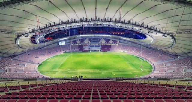 Il Qatar organizzerà i prossimi mondiali di calcio nel 2022 e già incontra notevoli difficoltà sul piano organizzativo, mentre sale la tensione con l'Arabia Saudita.
