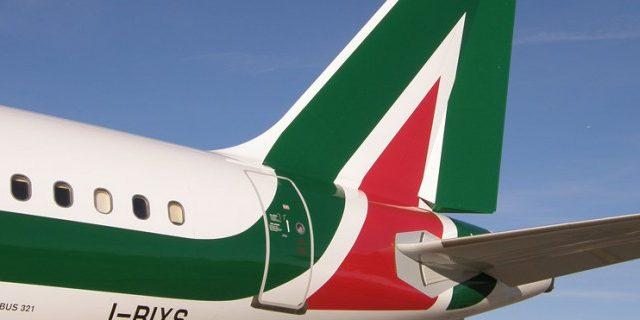 La posizione di Matteo Salvini sulla vendita Alitalia è chiara: la svendita all'estero non è in discussione.