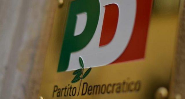Il PD vorrebbe cambiare nome dopo le contestazioni a Genova, ma l'operazione sarebbe inutile. Il partito ha tradito le istanze del suo elettorato storico senza trovarsene uno nuovo.