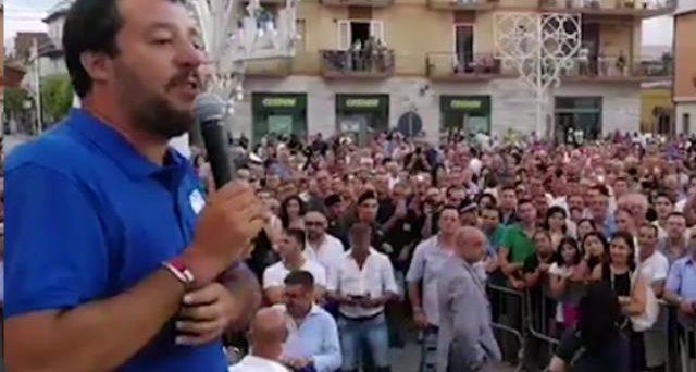 Matteo Salvini vuole correre da solo in Abruzzo, nel tentativo di cancellare Forza Italia. E Silvio Berlusconi di andare in pensione non vuole sentire parlare.