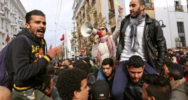 L'economia tunisina non decolla a 8 anni dalla Primavera Araba. Disoccupazione alta, inflazione in crescita e cambio dimezzato. Alto il rischio proprio per l'Italia.