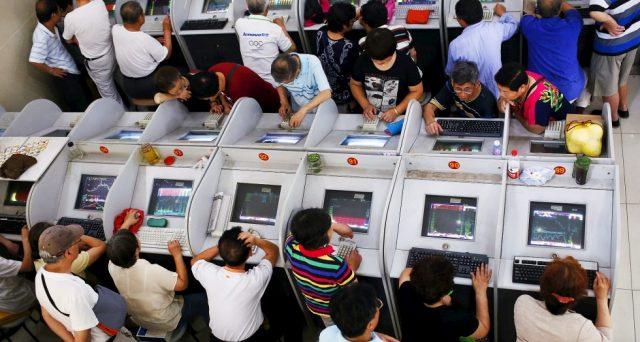 La borsa cinese scende ai minimi da 4 anni