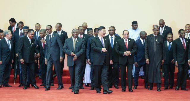 La Cina stanzia altri 60 miliardi per l'Africa e diventa l'interlocutore privilegiato di una cinquantina di stati. L'obiettivo di Pechino è di crearsi una rete di rapporti autonoma dall'Occidente.