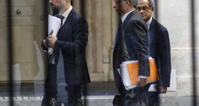 Il ministro Tria esce sconfitto su tutta la linea: il deficit salirà al 2,4% del pil e per ben 3 anni. Vincono Lega e 5 Stelle e con l'Europa si va allo scontro.