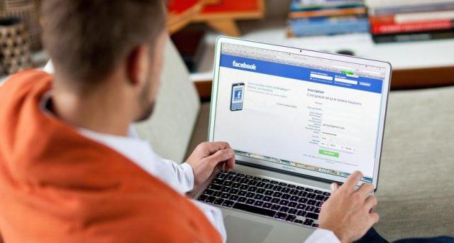 Gli italiani passano meno tempo davanti alla TV e di più su internet. In pochi credono alle notizie lette su Facebook, ma la maggioranza entra sul social per consultarle.
