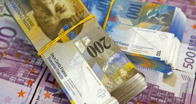Franco svizzero torna super contro l'euro