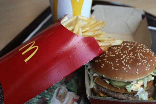 Il panino del McDonald's ci svela la bufala del ritorno alla lira dell'Italia