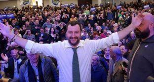 L'Italia rispetterà il tetto sul deficit, rassicura Matteo Salvini. Il leader della Lega e ministro dell'Interno sta giocando una partita che va oltre Roma.
