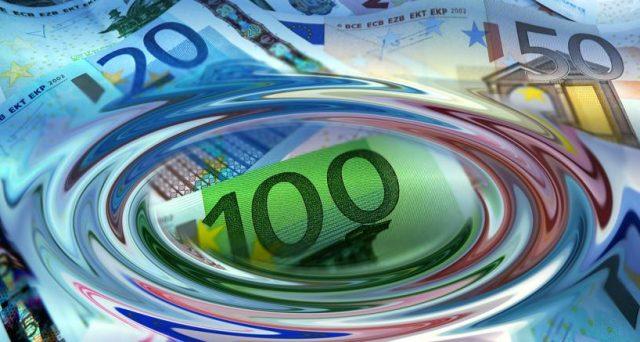 Tria ha dichiarato che l'Italia non potrà sostenere a lungo un livello dello spread intorno ai 320 punti, a rimetterci le banche.