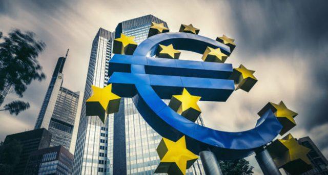 Il premier ha ribadito che l'euro è la moneta dell'Italia ed è per il Paese irrinunciabile.