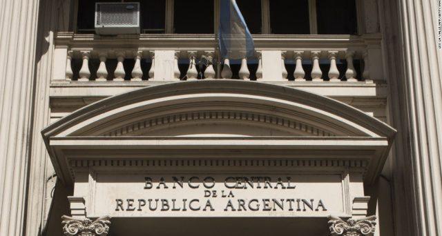 L'Argentina chiede e ottiene 9 miliardi dalla Cina per sostenere il cambio. I 57 miliardi prestati dall'FMI non le bastano e il cambio continua a crollare.