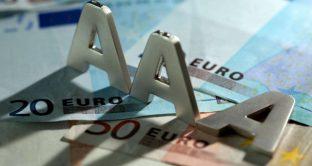 I giudizi delle agenzie di rating sull'Italia sembrano delineare una storia negativa per l'euro: il nostro debito pubblico era ritenuto più sicuro con la lira.