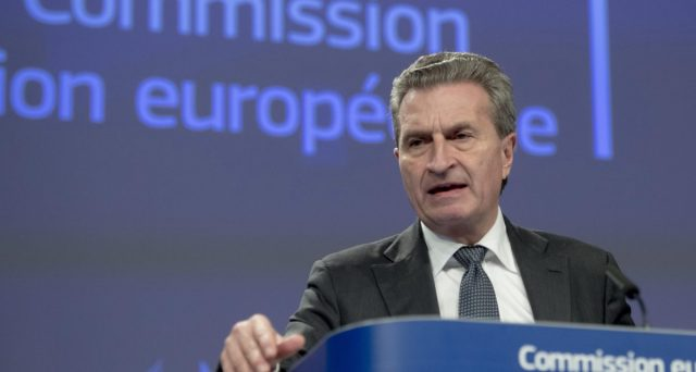 L'euro è più a rischio di quanto pensiamo con la crisi dello spread dell'Italia. E la Commissione europea non capisce che sta giocando con il fuoco della speculazione.