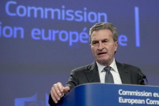 Così l'euro non regge, i commissari giocano allo sfascio contro l'Italia