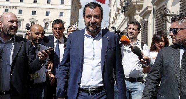 Il deficit al 2,4% preoccupa i mercati e l'Europa e adesso in tanti, a partire da Quirinale e Confindustria, guardano a Matteo Salvini per ottenere rassicurazioni.