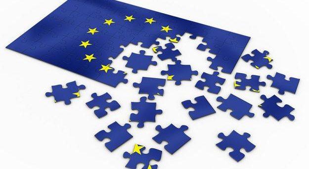 L'Unione Europea si sta dissolvendo sotto gli occhi compiaciuti dei commissari, che in due anni sono riusciti a perdere Londra e ad alienare Roma. L'asse franco-tedesco si è rivelato un fallimento totale.