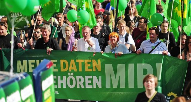 L'euro rischia di infiammare il dibattito politico in Germania, ora che i Verdi propongono ricette radicali per riformare l'unione monetaria, contrarie a quelle sinora portate avanti da Berlino.