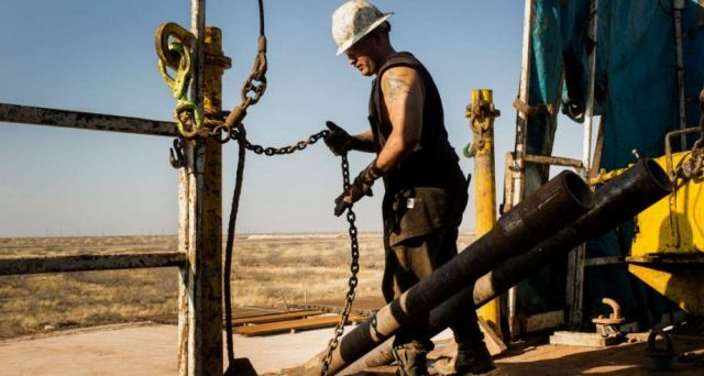 Il crollo del petrolio sembra eccessivo, eppure potrebbe anche peggiorare con la reazione delle compagnie americane. E la Federal Reserve sembra sempre meno capace di alzare i tassi ai ritmi attuali dopo quest'anno.