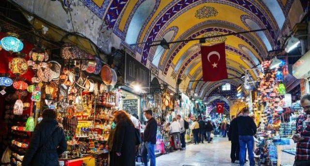 Anche la Turchia domani deciderà sui tassi e con la recessione dell'economia alle porte, la banca centrale avrà più di un problema con il presidente Erdogan.