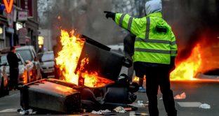 I gilet gialli continuano le proteste contro Macron