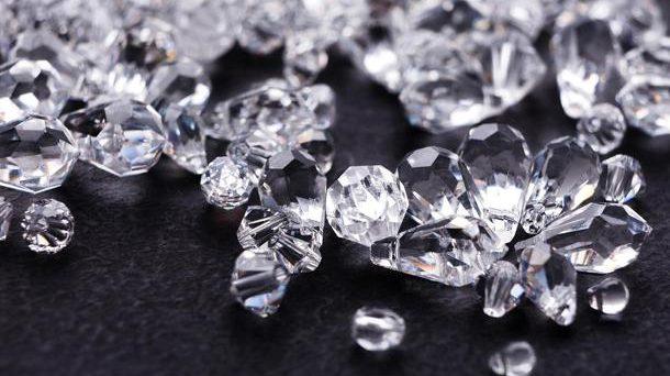 Continua a far scalpore l'indagine legata alla truffa dei diamanti che ha coinvolto molti risparmiatori, una vicenda che porta con sé molte considerazioni.