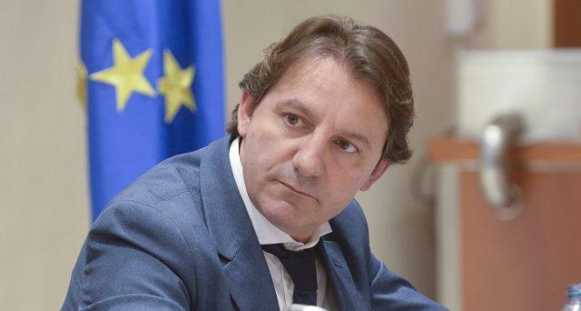 Proposta choc del presidente Inps, Pasquale Tridico, che avanza l'ipotesi di ridurre le ore di lavoro, a parità di salario. Ecco perché la ricetta è sbagliata.