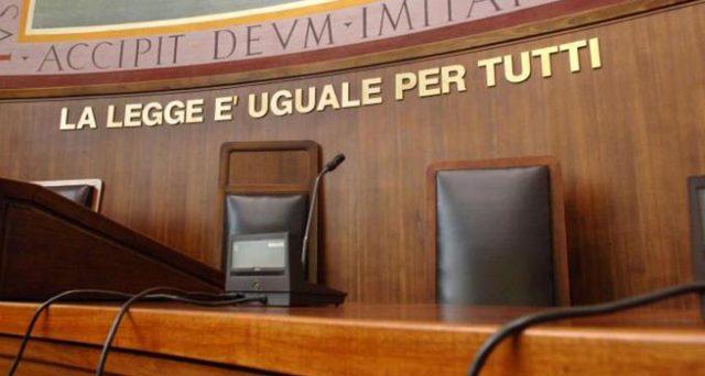 Il reato di abuso d'ufficio così com'è stato scritto paralizza da anni l'azione amministrativa in Italia, infliggendo perdite all'economia. Ecco perché andrebbe abrogato o riformato in meglio.