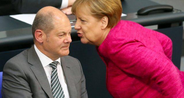 La Germania ha un debito in discesa sotto il 60% del pil, grazie ai surplus fiscali degli ultimi anni. Emette titoli di stato a rendimenti negativi, eppure non spende per potenziare le infrastrutture e l'economia.