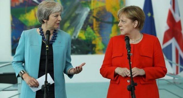 Merkel e May, due donne che hanno distrutto i loro partiti