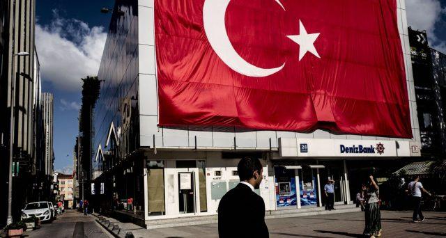 Nuove misure non convenzionali in Turchia per arrestare la fuga dei capitali. Colpiti gli acquisti di valuta estera e le banche sono