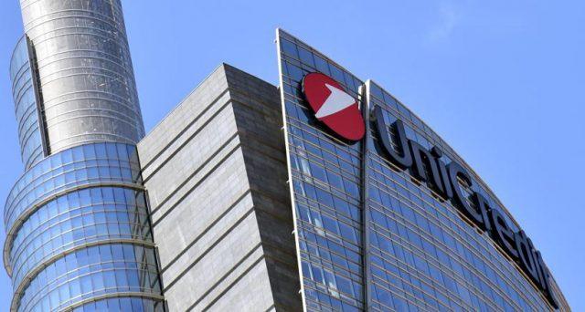 Unicredit starebbe studiando l'acquisizione di Commerzbank e l'operazione non necessariamente prevederebbe l'impiego di cash. Il rischio che alla fine non si sappia se la banca sia ancora italiana e a quale stato faccia capo.