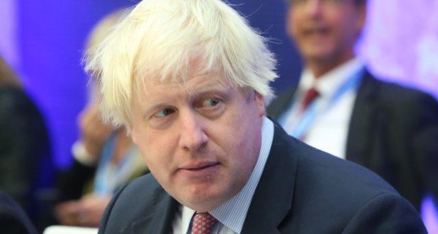 Boris Johnson, esponente Tory favorevole alla Brexit senza accordo con l'Unione Europea, sarebbe in pole position per sostituire la dimissionaria Theresa May come premier. E Bruxelles trema.