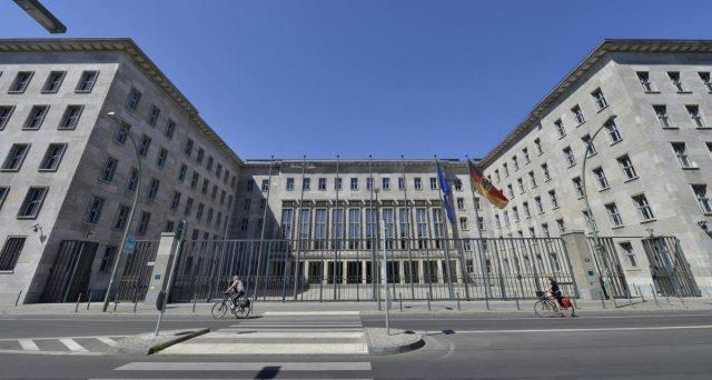 E se il governo tedesco si comprasse il debito pubblico italiano? L'ipotesi di